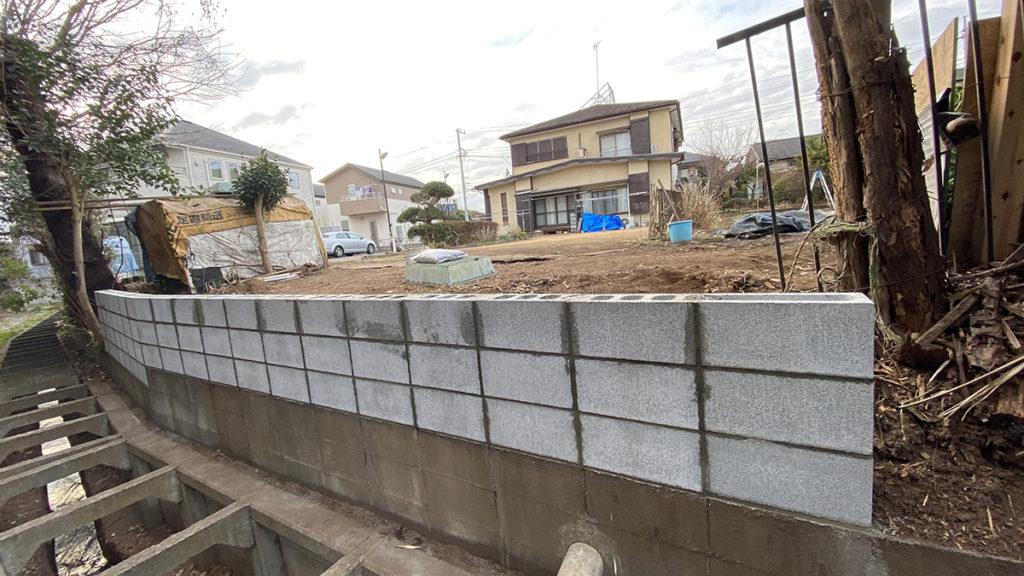 2021年1月 神奈川県横浜市旭区 I様邸 木製パーゴラ 設計 + 施工 土留擁壁新設