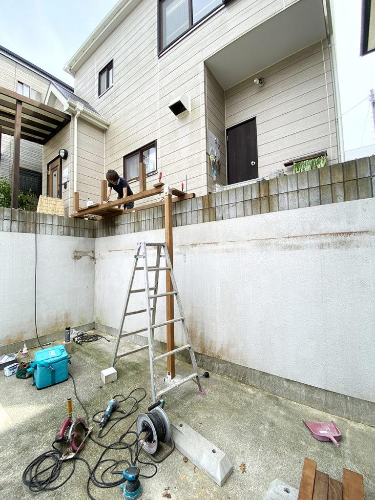 2020年8月 神奈川県中郡二宮町 H様邸 ウッドデッキ新設、玄関ポーチ交換 設計 + 施工 施工中